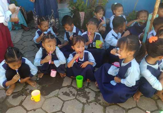 Ajarkan Menggosok Gigi Yang Benar Sejak Dini, KKN Unissula Jadikan Anak-Anak TK Sebagai Sasaran