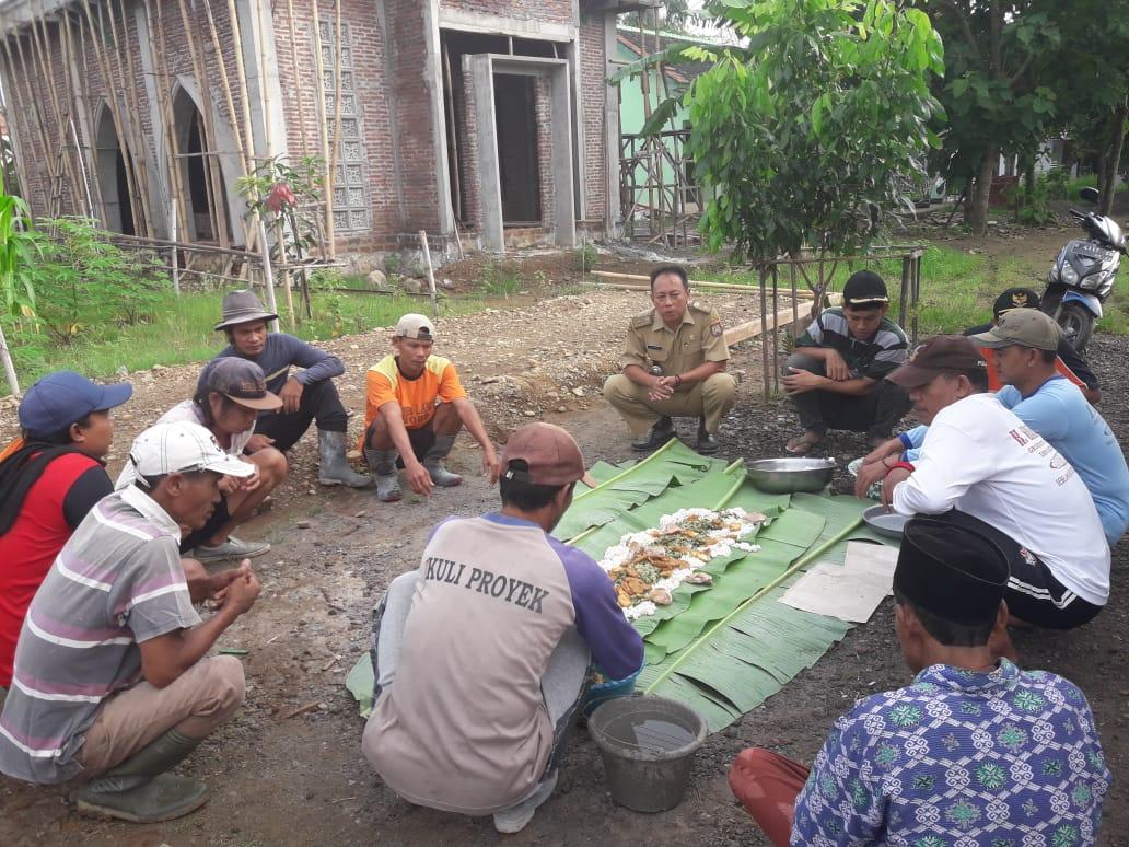 Dalam Pembangunan Desa, Pemerintah Desa Galih Tetap Pertahankan Upacara Adat.